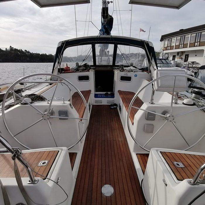 Cockpittet - hvor vi spiser, hygger, underholder og opholder os det meste af tiden ombord.